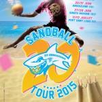 En attendant l'ouverture des inscriptions, l'affiche du Sandball Tour 2015 : Merci les Barjots!